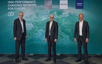 Daimler, Volvo, Traton Form $593 Million Truck-Charging Venture